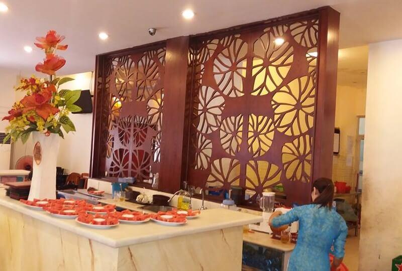 Vách CNC phòng ăn nhà hàng