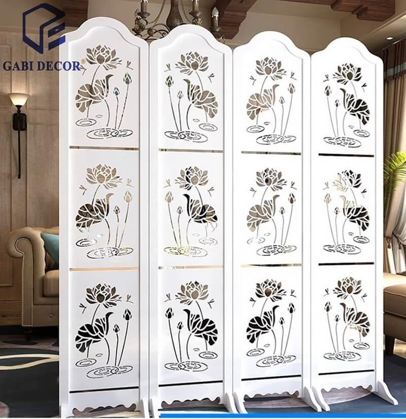 Vách ngăn hoa sẽ 4 tấm ngăn phòng khách và phòng ngủ