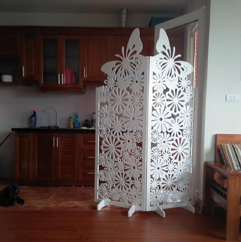2 tấm vách con bướm ngăn phòng khách và bếp